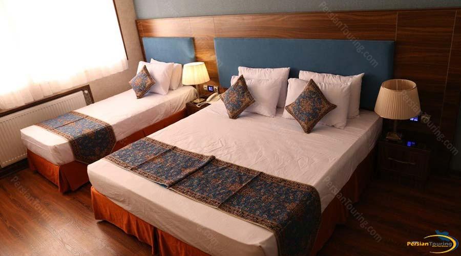 parsian-azadi-hotel-yazd-triple-room-1