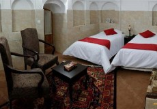 royay-ghadim-traditional-hotel-yazd-quadruple-room-3