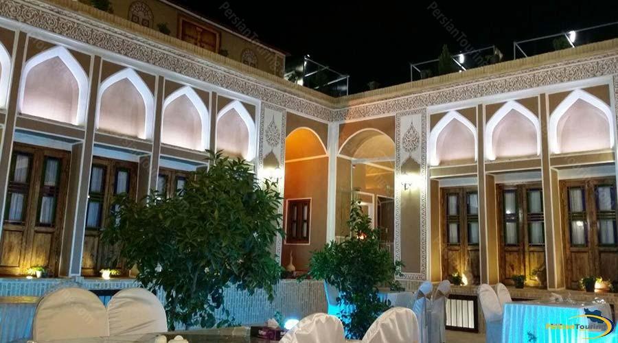 royay-ghadim-traditional-hotel-yazd-yard-2