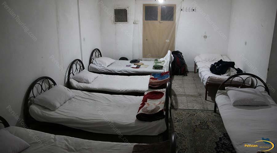 traditional-kohan-hotel-yazd-six-beds-room-1