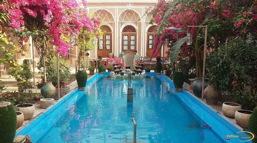 traditional-kohan-hotel-yazd-yard-3
