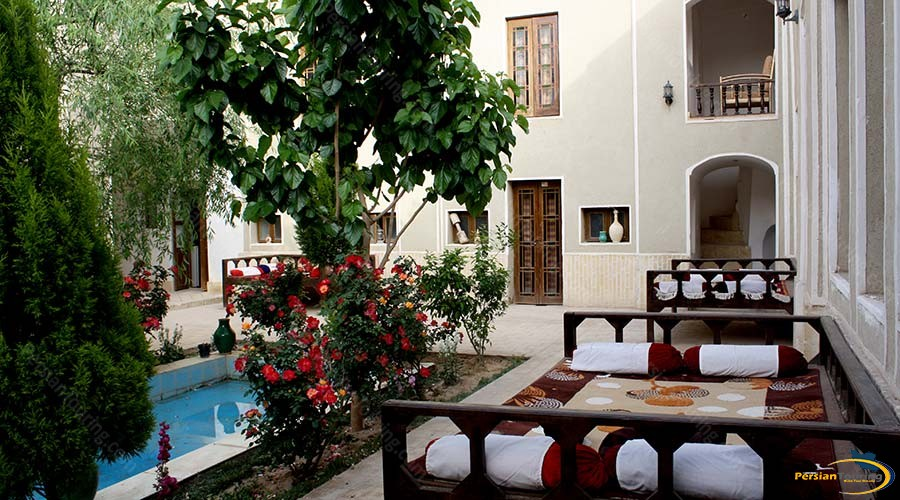 traditional-kourosh-hotel-yazd-yard-2