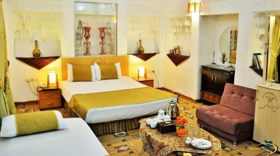 vali-traditional-hotel-yazd-triple-room-1