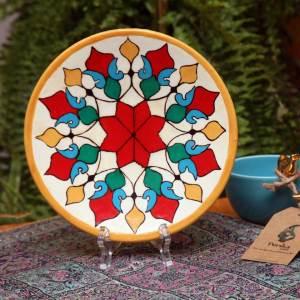 Decorative pottery plate (painted motifs)