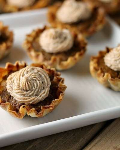 Mini Sweet Potato Pies with Cinnamon Cream Cheese Frosting are super easy to make but look fancy. Impress your guests with this bite sized treats! | www.persnicketyplates.com