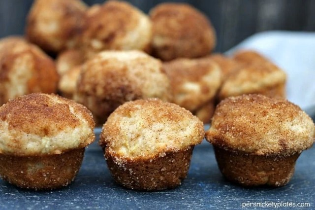 Apple Donut Mini Muffins | Persnickety Plates