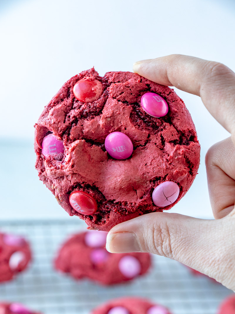Red Velvet M&M Cake Mix Cookies are made with only 4 ingredients, one bowl, and take less than 30 minutes. These red velvet cookies are an easy dessert, served with a tall glass of milk! | www.persnicketyplates.com