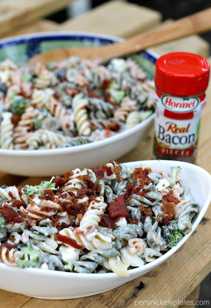Bacon Ranch Pasta Salad - a simple but flavorful pasta salad that is perfect for summertime entertaining | Persnickety Plates