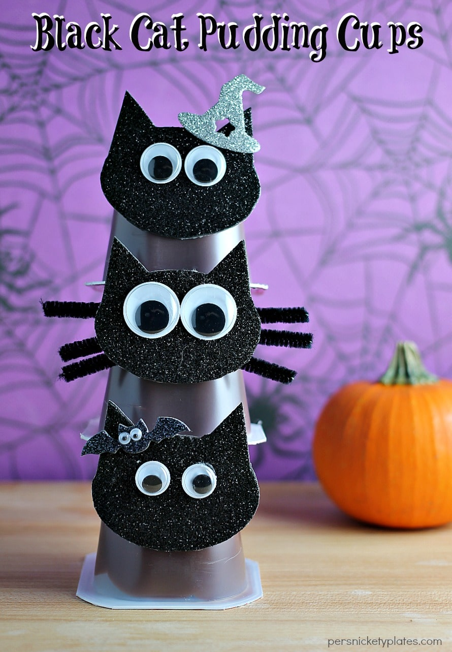 Black Cat Pudding Cups are a fun and easy way to dress up Snack Pack Chocolate Pudding Cups for Halloween! | Persnickety Plates via @pplates