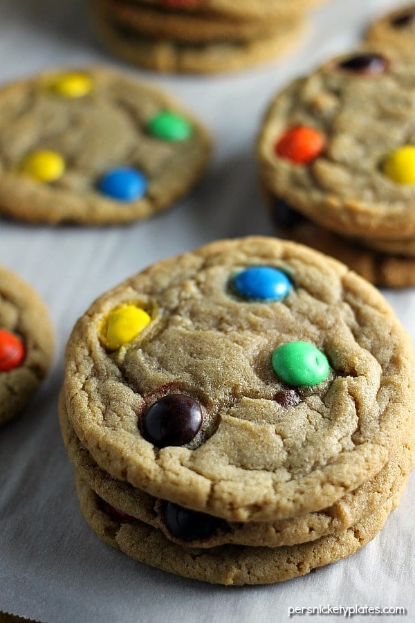 This Brown Sugar M&M Cookie recipe is a fun twist on the traditional sugar cookie that will definitely satisfy your sweet tooth. | Persnickety Plates