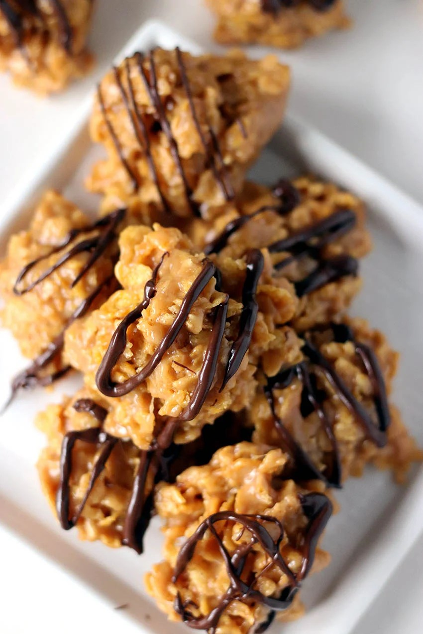 Chocolate Peanut Butter Cornflake Cookies are a sweet and salty no-bake cookie that you can whip up in no time! | www.persnicketyplates.com