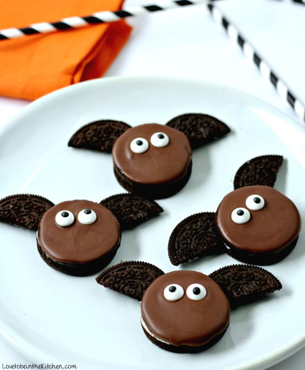 chocolate dipped oreos that look like bats
