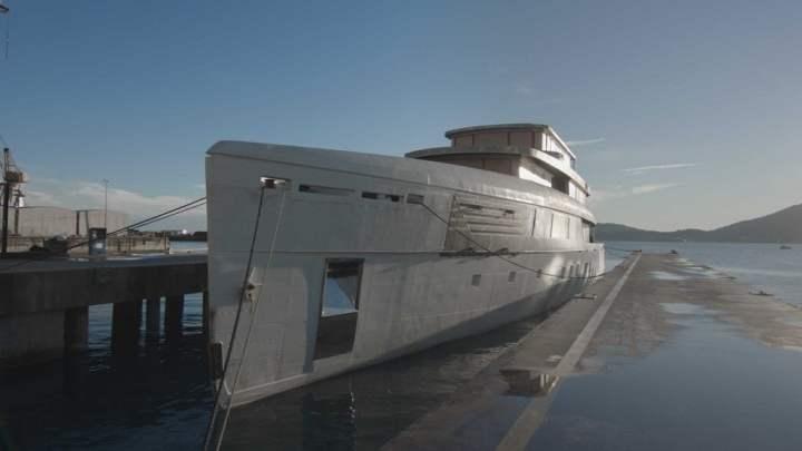 Perini Navi: arriva a La Spezia lo scafo del MY 56 metri della linea Voyager