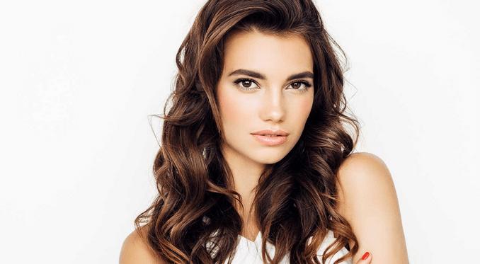 Moka, bronde o caffè: la sfumatura giusta per i capelli castani