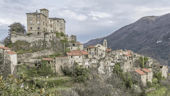 Balestrino e la magia del borgo fantasma