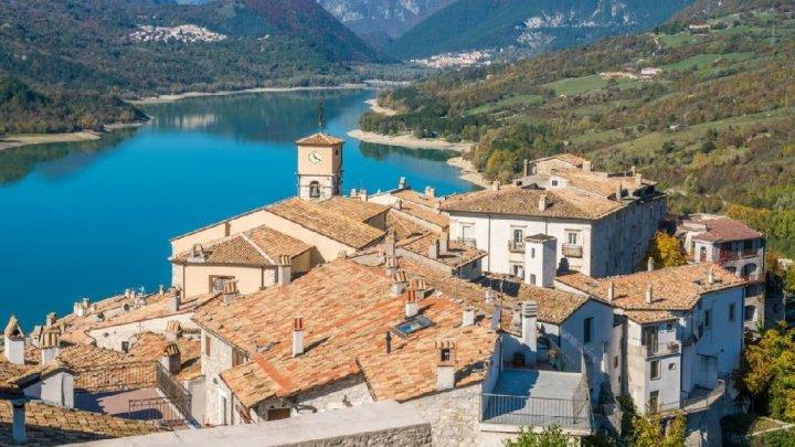 """Barrea il borgo d'Abruzzo che ospita il """"Cervo Pioniere"""""""