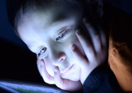 Posso dare il cellulare a mio figlio piccolo?