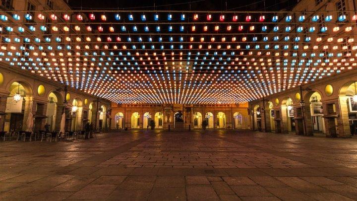 Luci d'Artista 2019 a Torino, la notte s'illumina