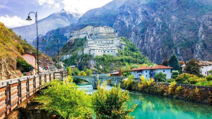 Il bellissimo borgo di Bard in Valle d'Aosta