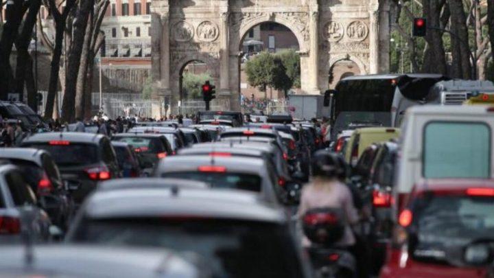 Roma è la seconda città al mondo per ore passate nel traffico