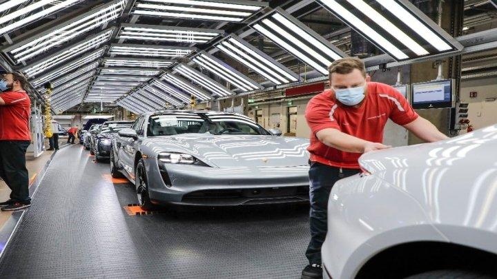 Porsche ricomincia a produrre le sue auto sportive