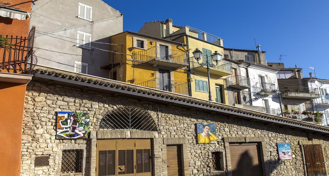 In Abruzzo il piccolo borgo di Tornareccio si è trasformato in un vero e proprio museo a cielo aperto