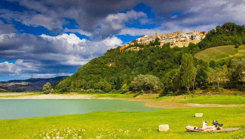 L'Itinerario romantico nella provincia di Pesaro Urbino: mare, borghi e la città dell'amore