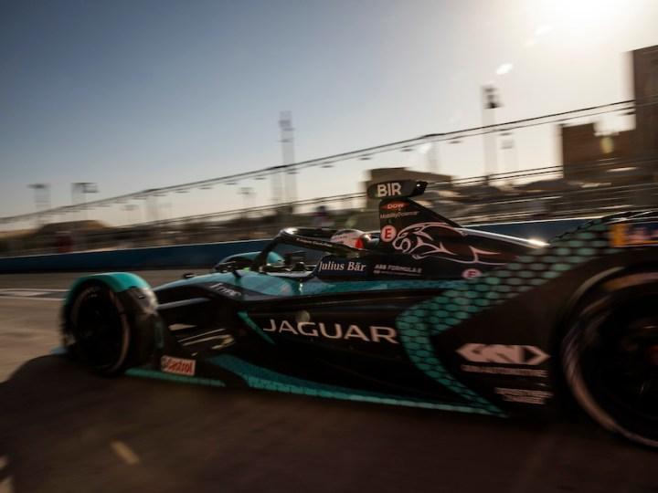 I gladiatori di Jaguar Racing tornano a elettrificare le strade di Roma con la Formula E