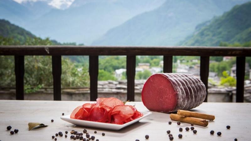 Destinazione Bresaola: questa estate trekking e panini che profumano di Valtellina