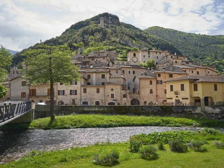 Scheggino: il borgo medievale trasformato in albergo diffuso