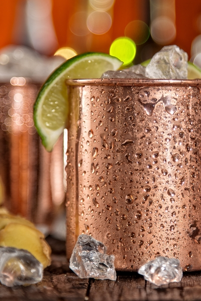 Must Have Party Pin: Get this awesome non-alcoholic Moscow Mule recipe so you can lose weight over the holidays, and get Personal Trainer Food so you can lose fat fast.