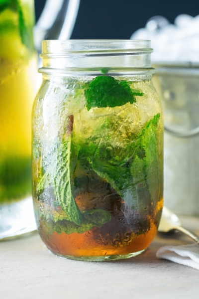 Pin this NOW: Cool off on hot bikini summer days with this mint julep recipe that has zero calories and won't make you gain weight.