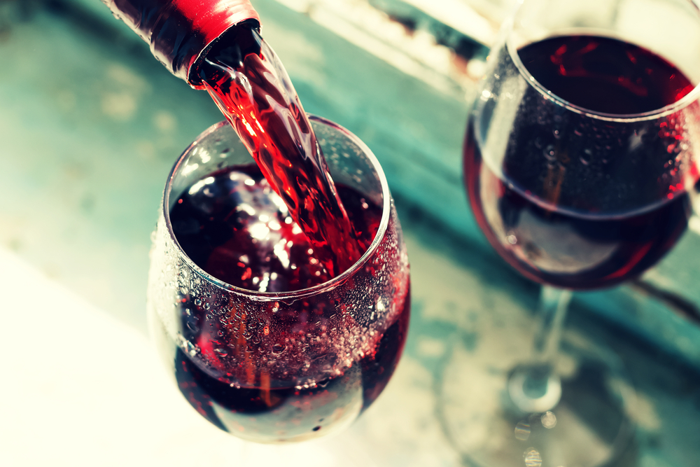 Learn the facts about resveratol: can you drink red wine and alcohol and still lose weight? Personal Trainer Food has the answers.