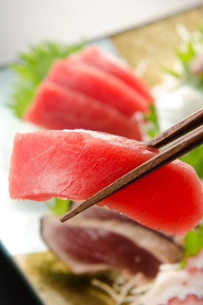 Pin this to learn how to order at any restaurant if you are on a diet; sashimi is a terrific choice to help you lose weight while eating out while on the Personal Trainer Food program.