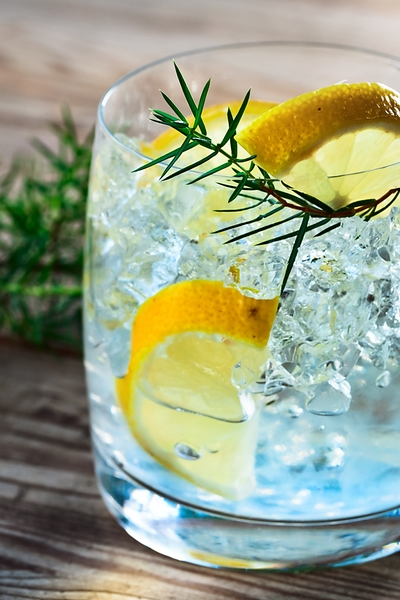 Pin this great weight loss tip: Mix zero carb alcohol with sugar free options to enjoy a drink and look great after you have lost weight with Personal Trainer Food.