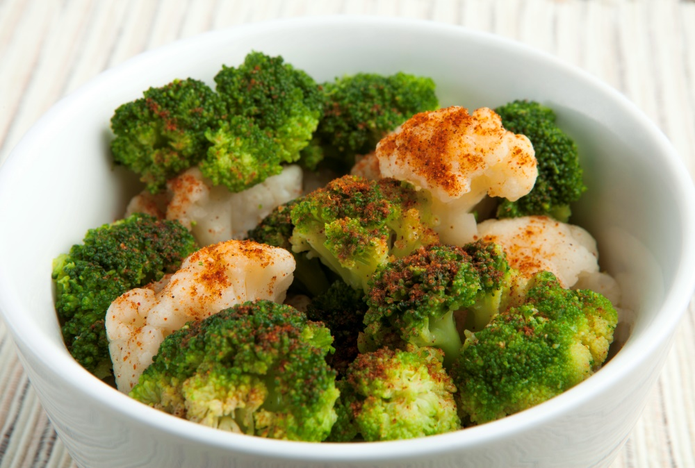 Kick it up with your weight loss program and this amazing cajun broccoli and cauliflower bowl from Personal Trainer Food.