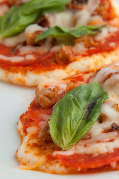 Pin this now to lose weight fast with this low-carb pizza from Personal Trainer Food.
