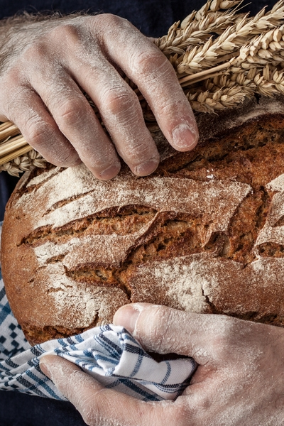 Pin this now: How does wheat and gluten intolerance or allergies cause problems with weight gain and digestion? Read this article to learn about it, and what you can do today if you think you are gluten-intolerant.