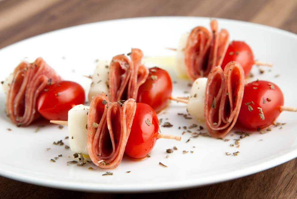 Mouthwatering salami caprese bites can help you lose weight, find out how with Personal Trainer Food today!