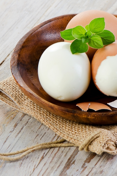 Pin this for low-carb snack ideas: Hard boiled eggs and over 50 other delicious and easy low-carb weight loss ideas from Personal Trainer Food.