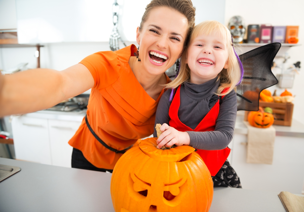 Want some easy, healthy, family-friendly Halloween snacks? Get these super cute recipes and Halloween survival tips from Personal Trainer Food right now!