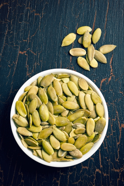 Pin this now for 50+ must-have low-carb snack ideas: Pumpkin seeds are great healthy snacks that will help you lose weight, here are some recipe ideas from Personal Trainer Food that you can make in minutes.