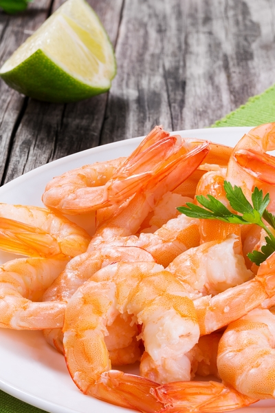 Pin this now for crazy good weight loss snack ideas: Snacking on high protein shrimp is perfect to help you lose weight, like Personal Trainer Food.