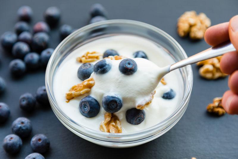 Low–fat flavored yogurt