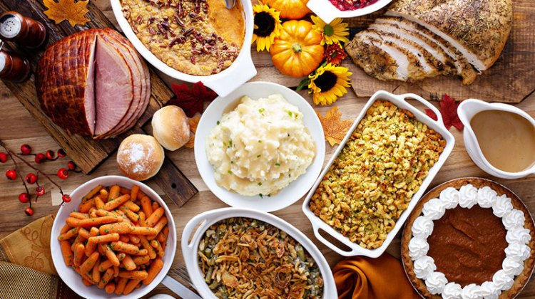 """4 """"Healthy"""" Holiday Foods That Cause Weight Gain (And Lower Calorie Swaps)"""