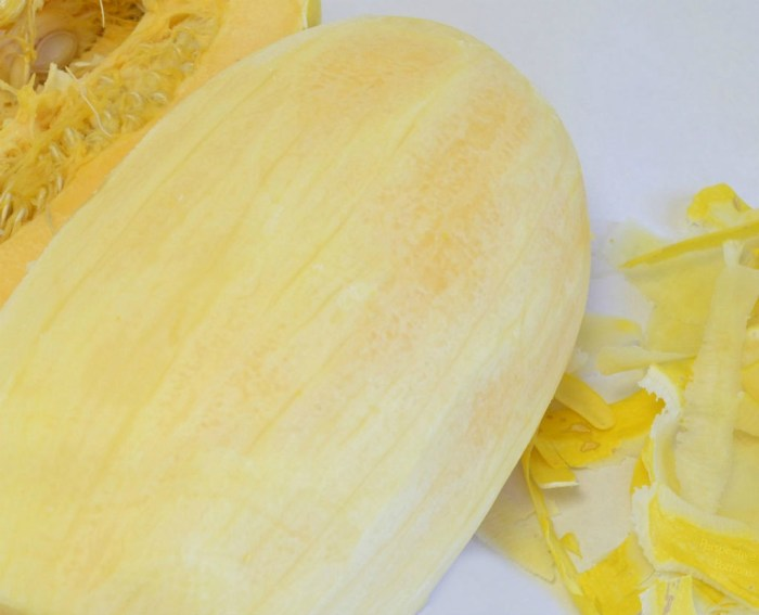 Simple One Pot Spaghetti Squash Recipe with only 7 ingredient