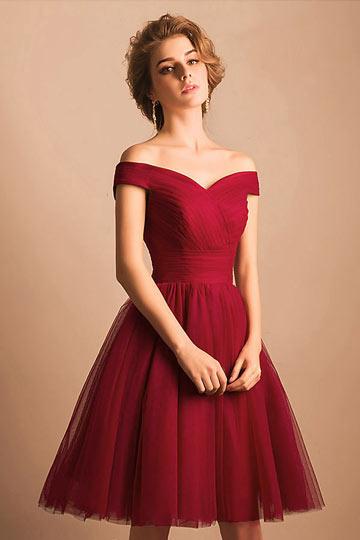 Robe classique rouge courte pour cocktail de mariage avec épaule dégagée