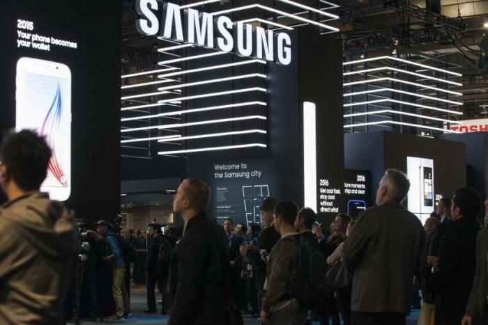 Samsung confirma lanzamiento de teléfono plegable con nuevo logo