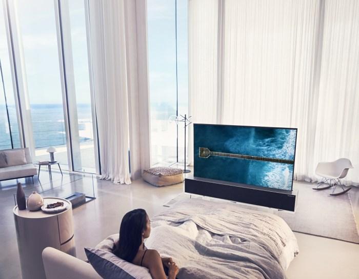 CES 2019: LG presenta un Smart TV enrrollable con pantalla OLED y compatible con iTunes