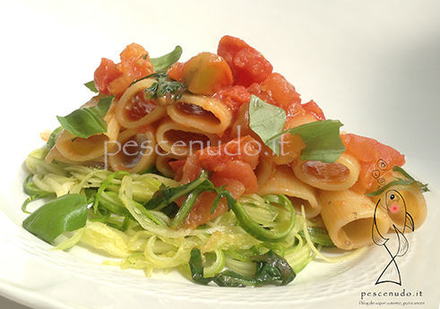 Rigatoni pomodoro zucchine